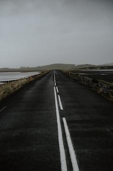 曇りの日の道