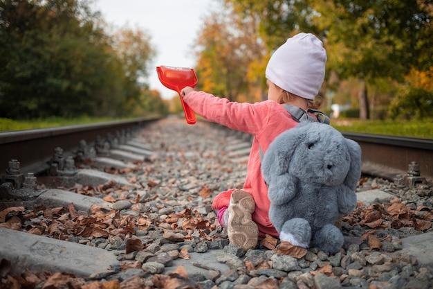 도로 수리 어린이 삽질 철도 트랙