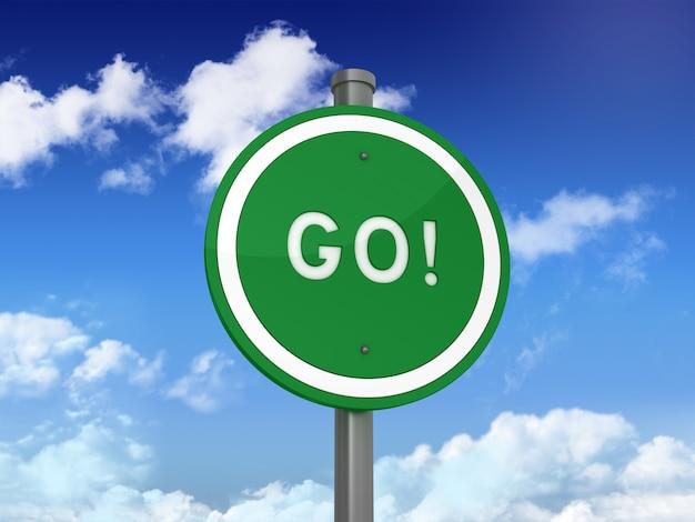 Дорожный знак с go! слово на голубом небе