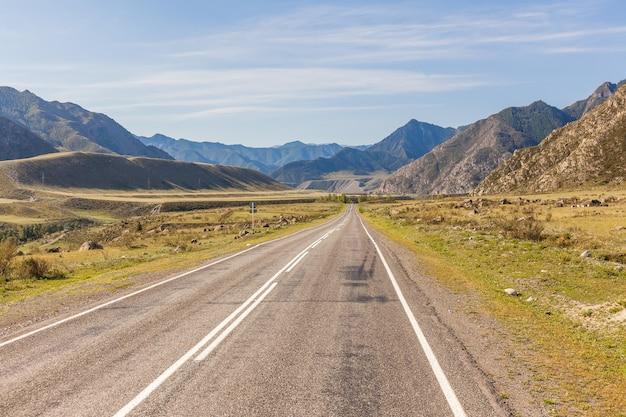 Дорога на горный алтай, алтайский край, сибирь, россия.