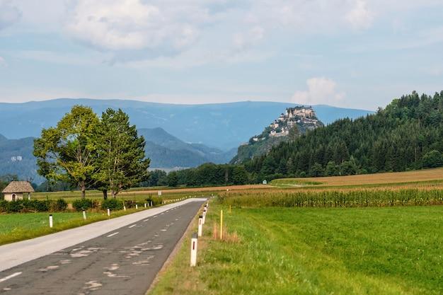 Дорога в замок гохостервитц, каринтия, австрия