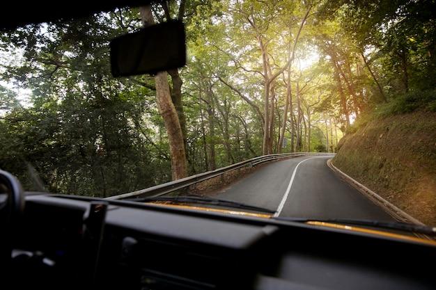 Вид на поездку из фургона