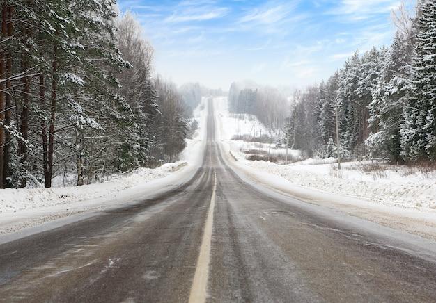 Road in winter Premium Photo