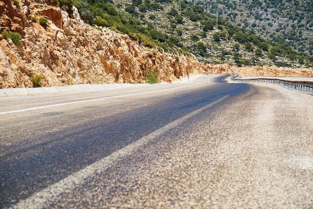 Strada con punto di fuga