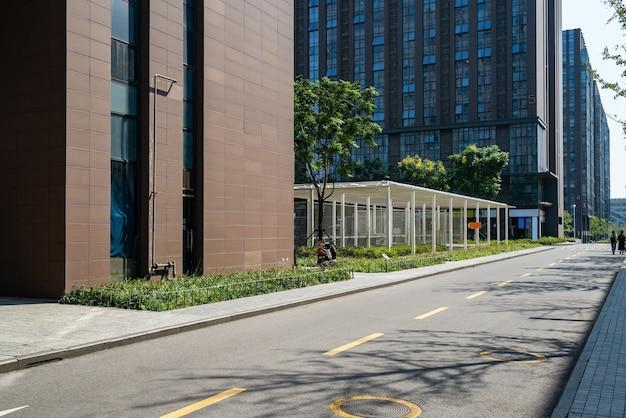 Дороги и офисные здания