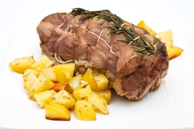 송아지 고기와 감자 구이
