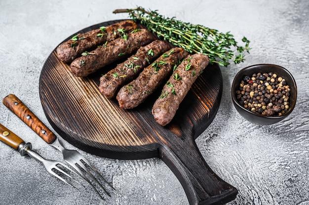 Жареный шашлык сосиски из баранины