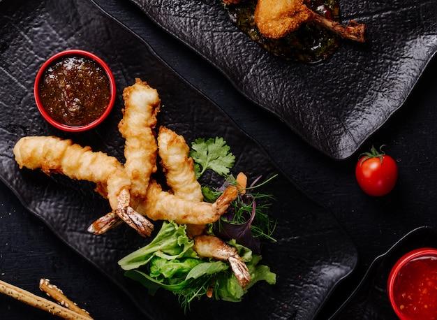 Acciughe arrostite con salsa barbecue ed erbe aromatiche.