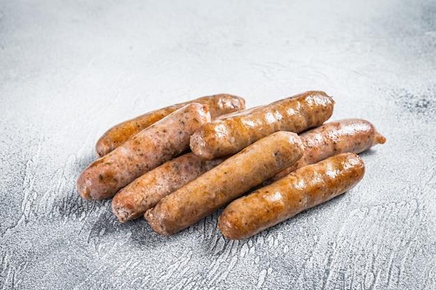 Жареные сосиски bratwurst hot dog. вид сверху.