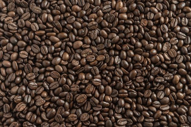 Жареный коричневый кофе в зернах фона