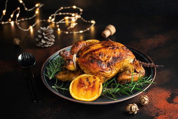 오렌지와 로즈마리를 곁들인 구운 치킨
