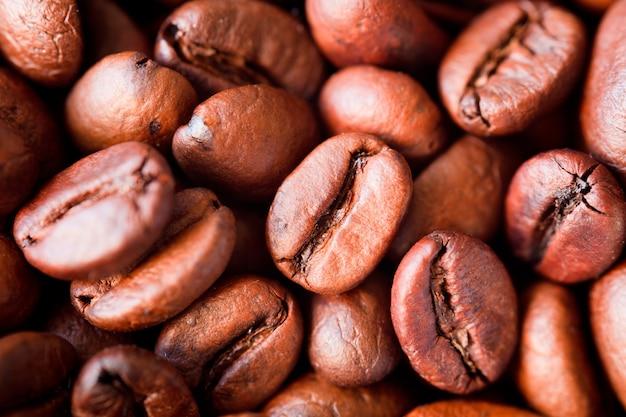 Жареный кофе в зернах фон, крупным планом фото кофе