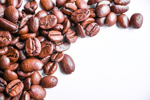 ローストコーヒー豆の背景。上面図。コピースペース