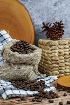 ポケット袋に入れて焙煎したコーヒー豆