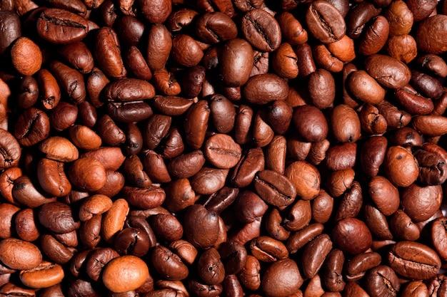 Стол жареный кофе в зернах, крупным планом кофе