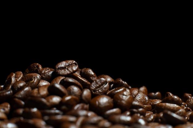 Текстура жареного кофе в зернах