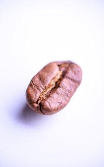 焙煎したコーヒー豆