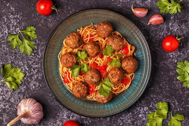スパゲッティとミートボールのロースト