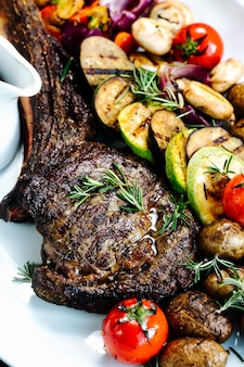 Roasted rib with sliced fried vegetables