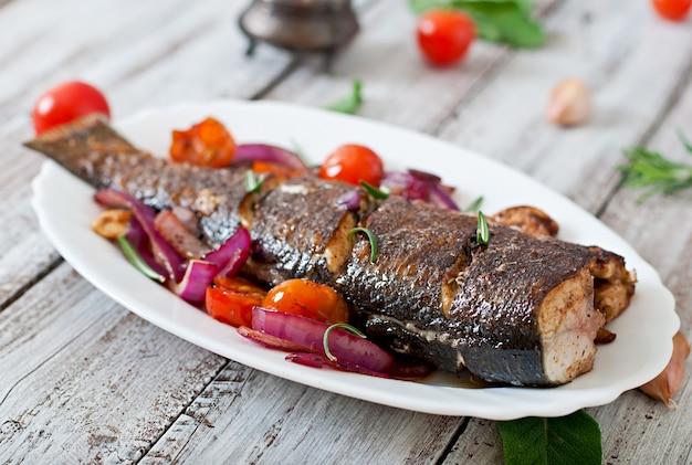 Жареный сибас с овощами