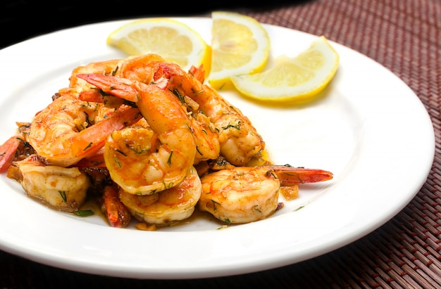 Roasted shrimps with garlic and herbs
