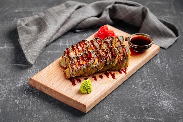 うなぎソースをかけた天ぷら焼き