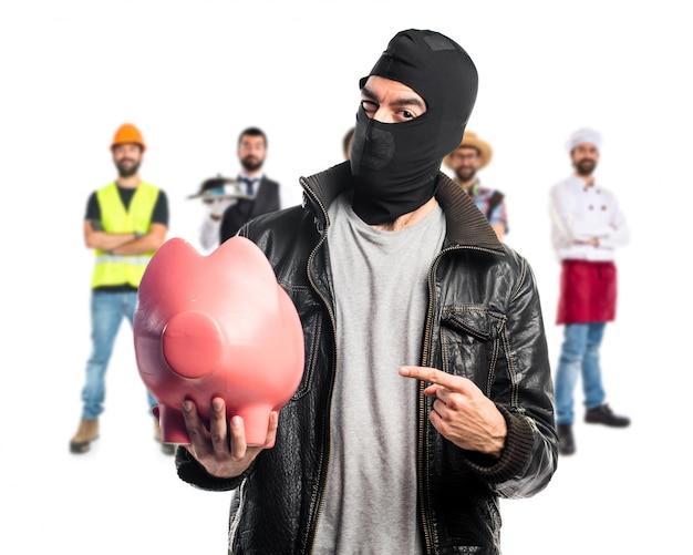 ピギーバンクを保有する強盗