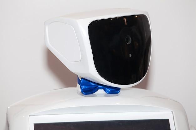 Робот на выставке, современные коммуникационные технологии