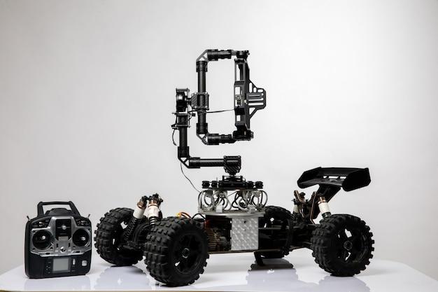 Auto in stile robot con joystick