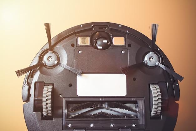 로봇 청소기는 바닥 청소를 자동화합니다. 잡고, 청소.