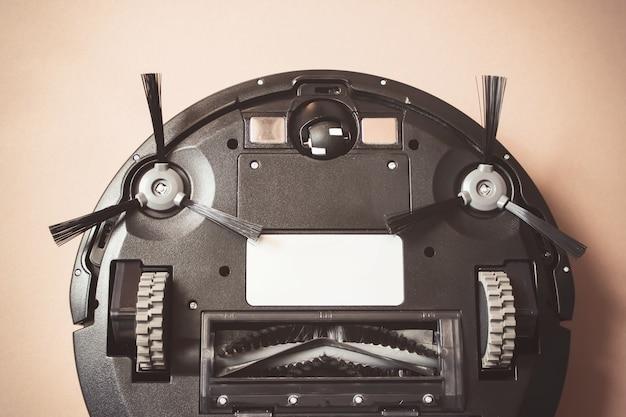 ロボット掃除機のクローズアップ。家事と技術の概念。