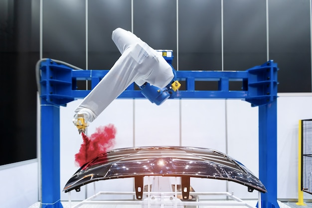 Robotic arm painting spray to the automotive part