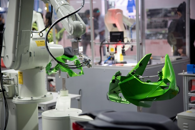 Robotic arm painting spray to the automotive part.