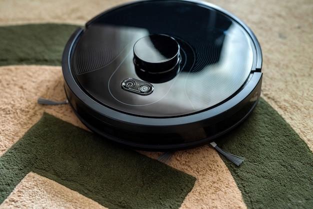 모든 가정을 위한 스마트 청소 기술인 로봇 청소기