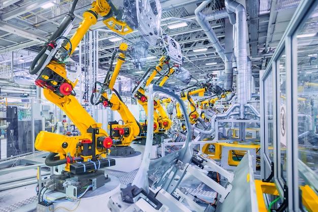 自動車工場のロボット