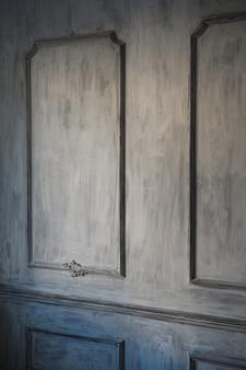 漆喰成形roccoco要素を持つ豪華な白い壁のデザインレリーフ