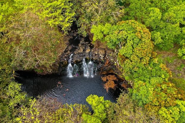 モーリシャス島のロチェスターフォールズ熱帯のモーリシャス島のジャングルの滝