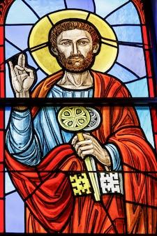 ロチェスターusa 2018年6月17日ステンドグラスの窓の社説の聖ペテロ