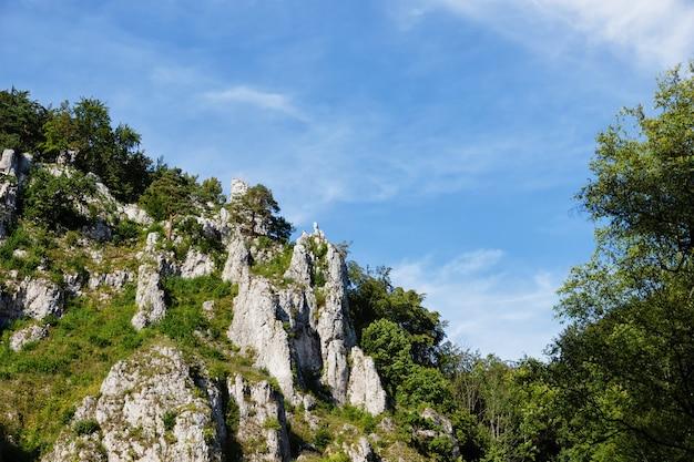 폴란드의 바위와 아름다운 하늘