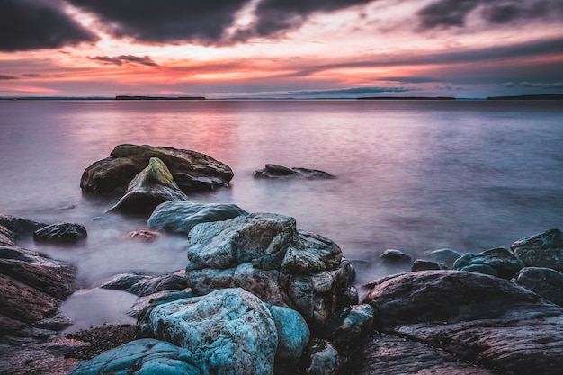 海岸ビュー近くの岩の形成