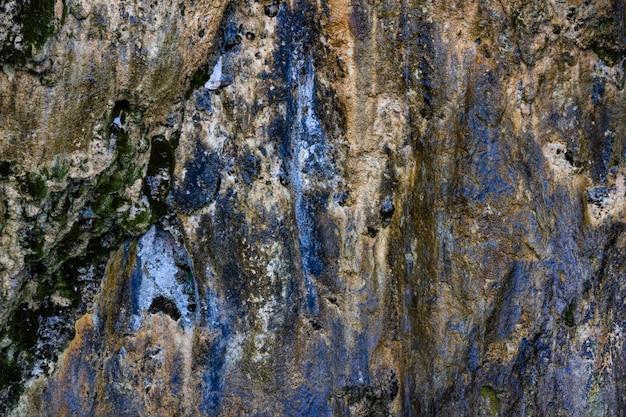 크로아티아의 플리트 비체 호수 근처 암석