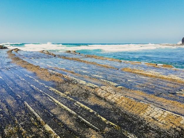 Aljezurのamoreiraビーチでの岩の形成