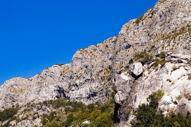 山の岩、モンテネグロの岩。