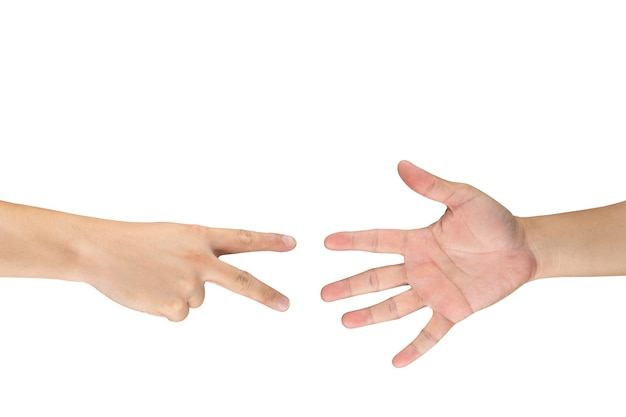 모든 연령대와 성별을 위한 가위바위보 도박 손 게임. 이것은 흰색 바탕에 아시아 남성 손 게시물입니다.