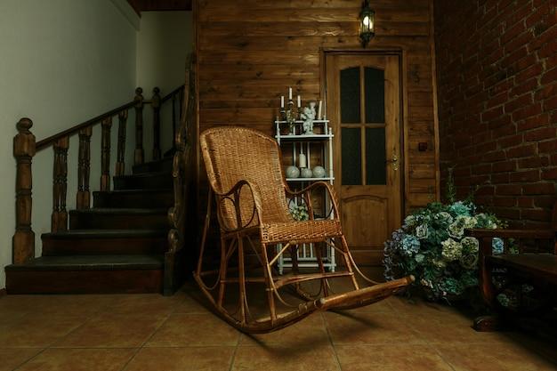 Кресло качалка по дереву