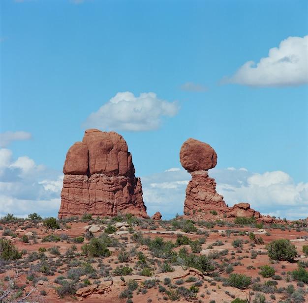 米国ユタ州のアーチーズ国立公園の岩