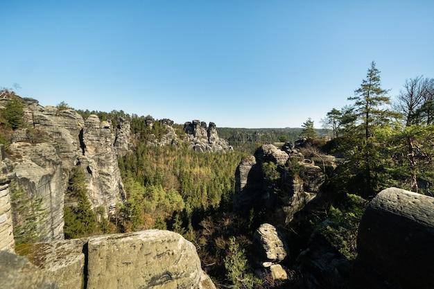 Saxon switzerland, bastei.germany의 국립 공원에 있는 바위.