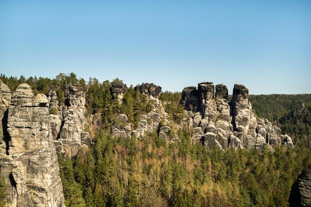 Скалы в национальном парке саксонской швейцарии, бастай. германия.