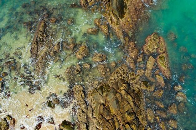 무인 항공기 카메라에서 지구 평면도의 바위 또는 돌 표면 패턴 높은 각도 보기 자연의 배경입니다.
