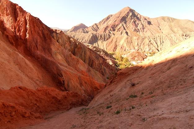 Скалы пурмамарка в провинции жужуй в аргентине